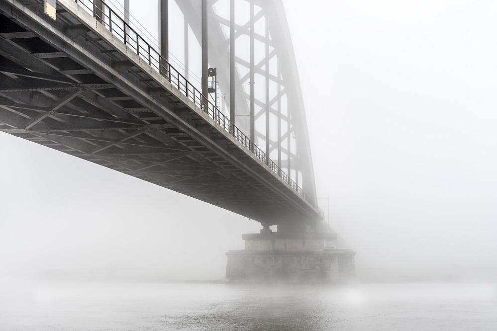 kees-de-winter-Spoorbrug-Culemborg-in-mist